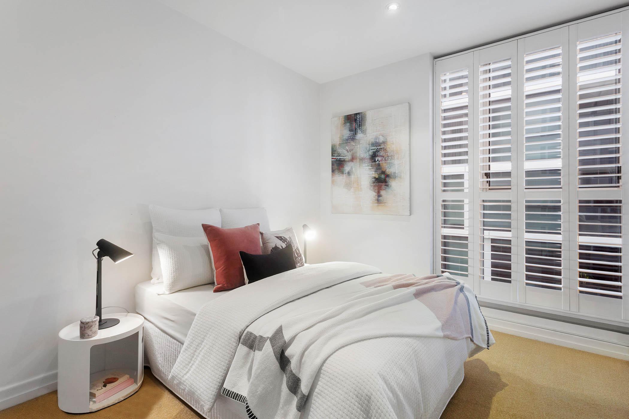 1804-31-spring-street-melbourne-student-accommodation-Melbourne-Bedroom-Unilodgers