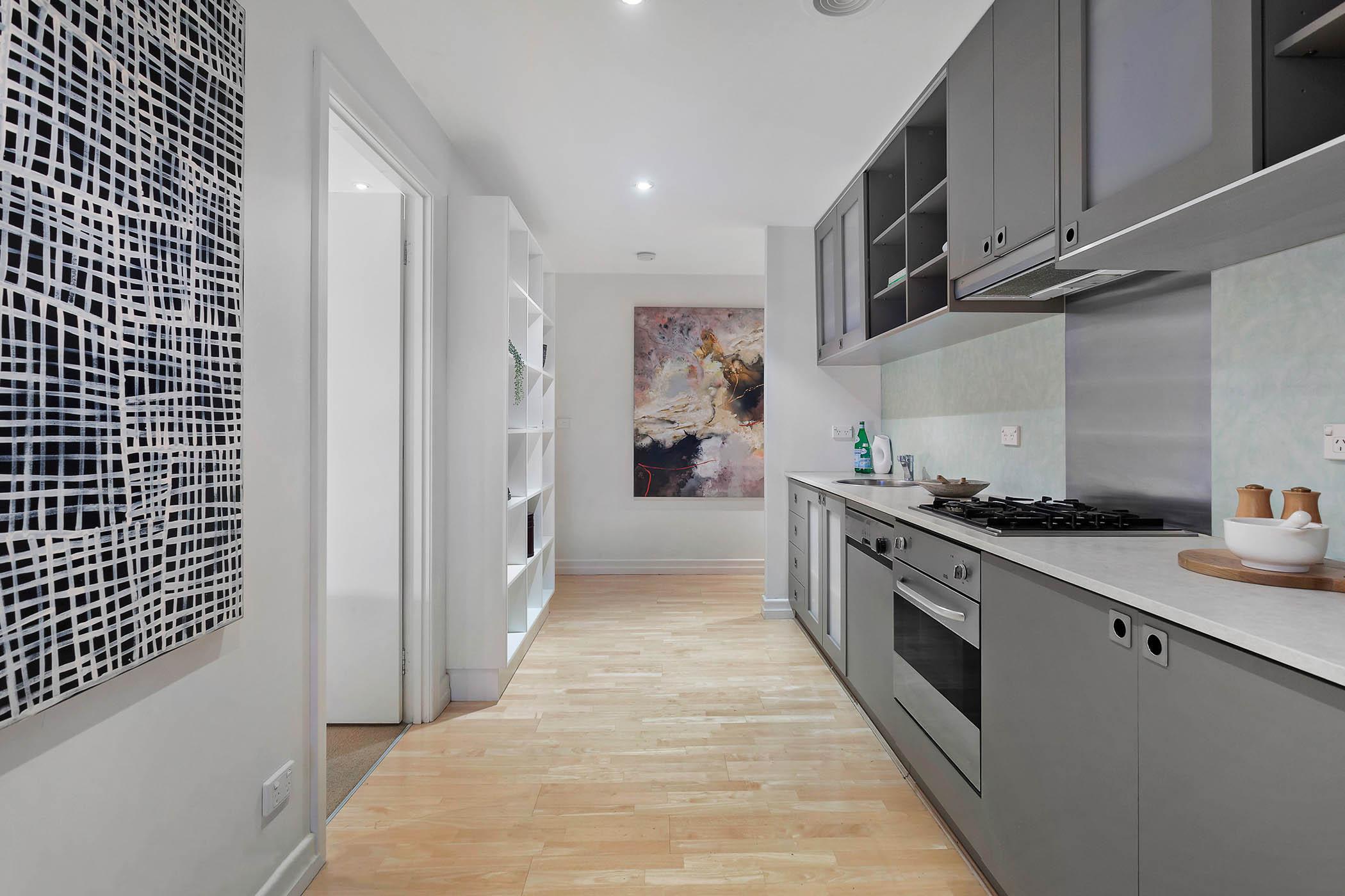 1804-31-spring-street-melbourne-student-accommodation-Melbourne-Kitchen-2-Unilodgers