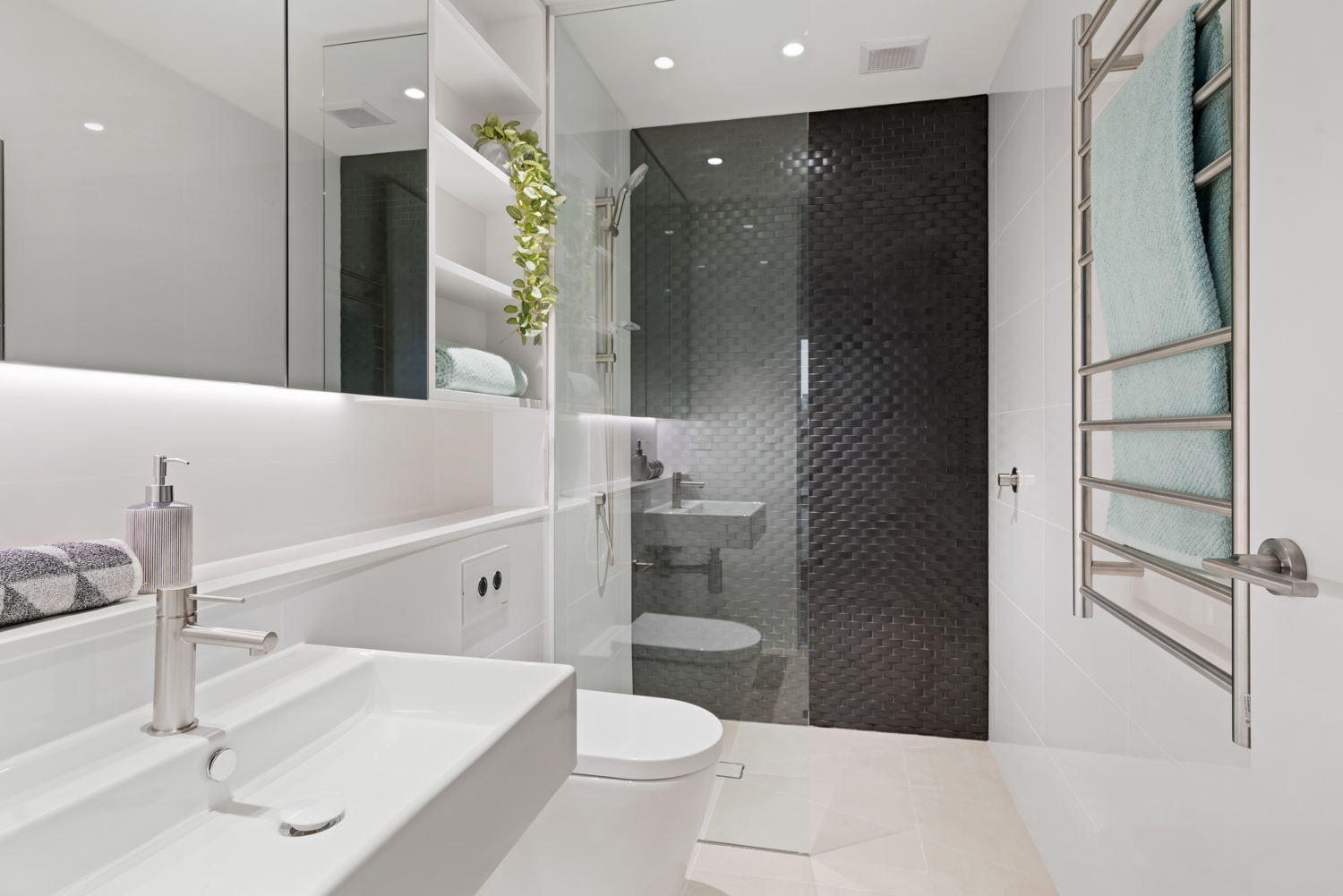 401-142-johnston-street-fitzroy-student-accommodation-Melbourne-Bathroom-2-Unilodgers