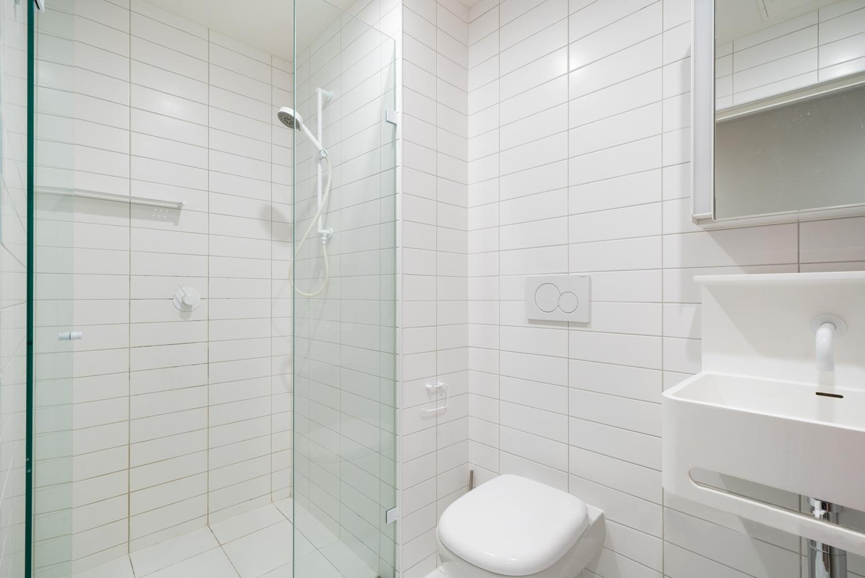 3609-500-elizabeth-street-melbourne-student-accommodation-Melbourne-Bathroom-Unilodgers
