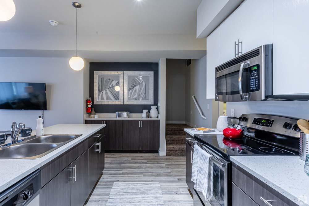 Beechwood-Village-Fayetteville-AR-Kitchen-Unilodgers