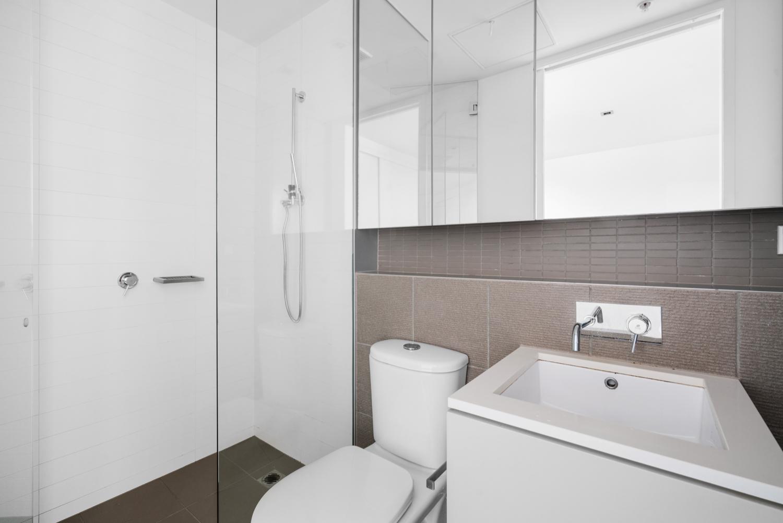 211-264-drummond-street-carlton-student-accommodation-Melbourne-Bathroom-Unilodgers