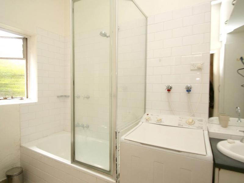 29-98-nicholson-street-fitzroy-student-accommodation-Melbourne-Bathroom-Unilodgers
