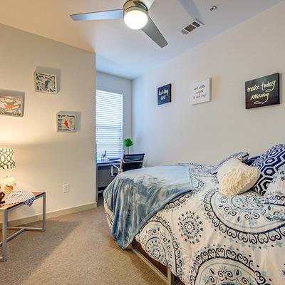 The-Luxx-San-Antonio-TX-Bedroom-Unilodgers