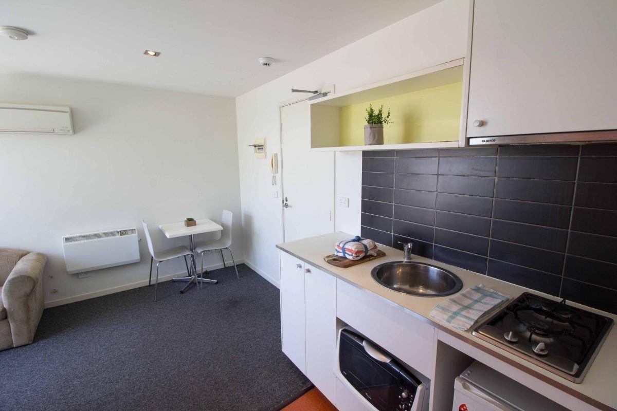 1QueensAvenue-Melbourne-kitchen-Unilodgers