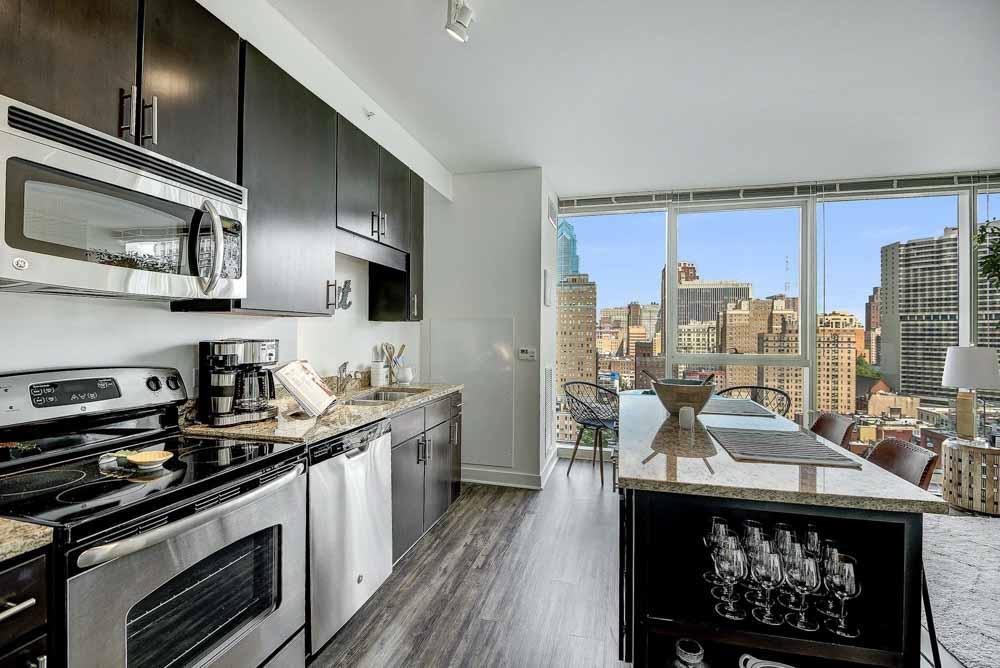 2116-Chestnut-Apartments-Philadelphia-PA-Kitchen-With-Breakfast-Bar-Unilodgers