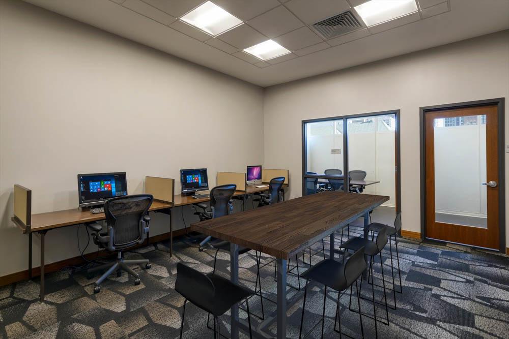 2116-Chestnut-Apartments-Philadelphia-PA-Study-Lounge-Unilodgers
