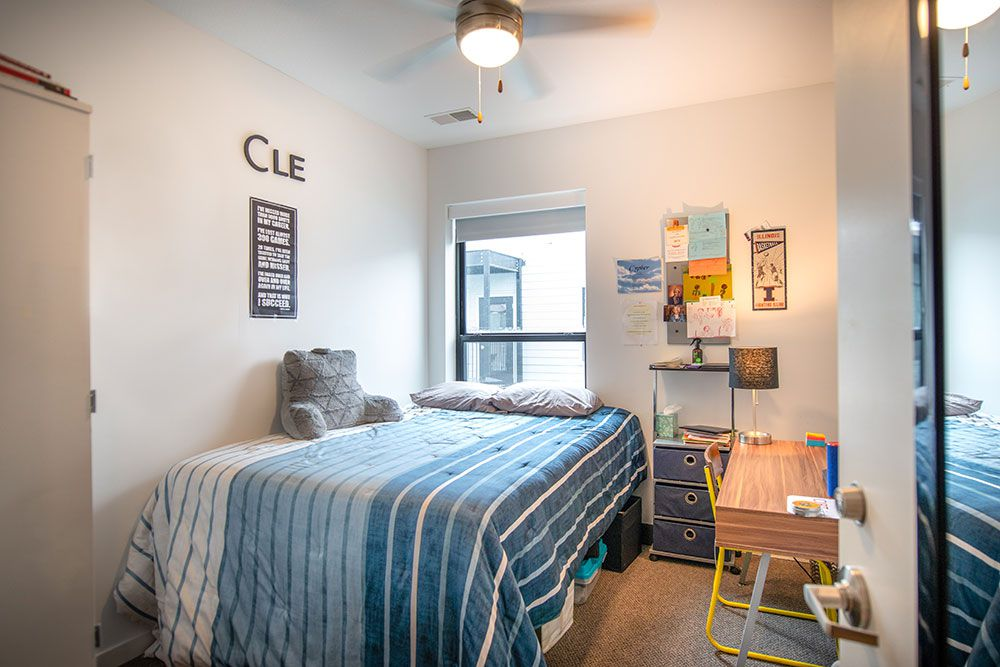 212-East-Champaign-IL-Bedroom-Unilodgers