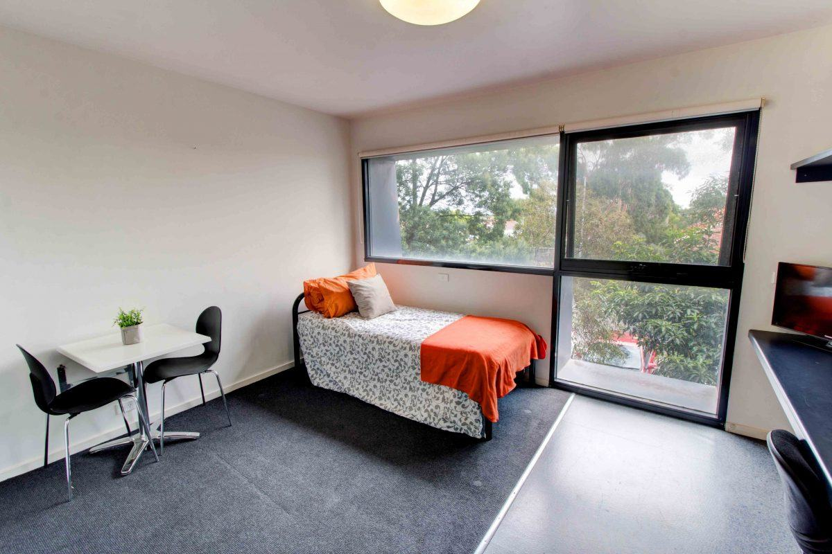 234WarrigalRoadCamberwell-Melbourne-Bedroom-Unilodgers