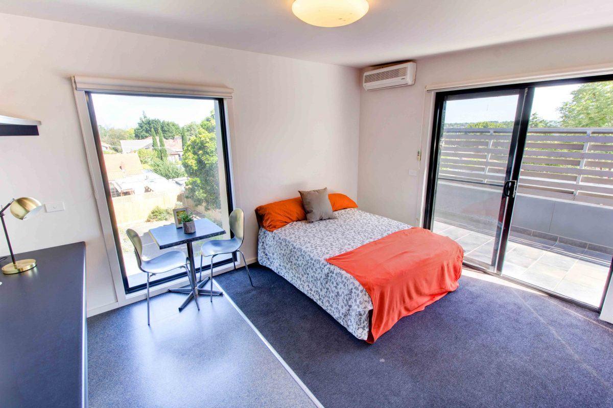 234WarrigalRoadCamberwell-Melbourne-Bedroom1-Unilodgers