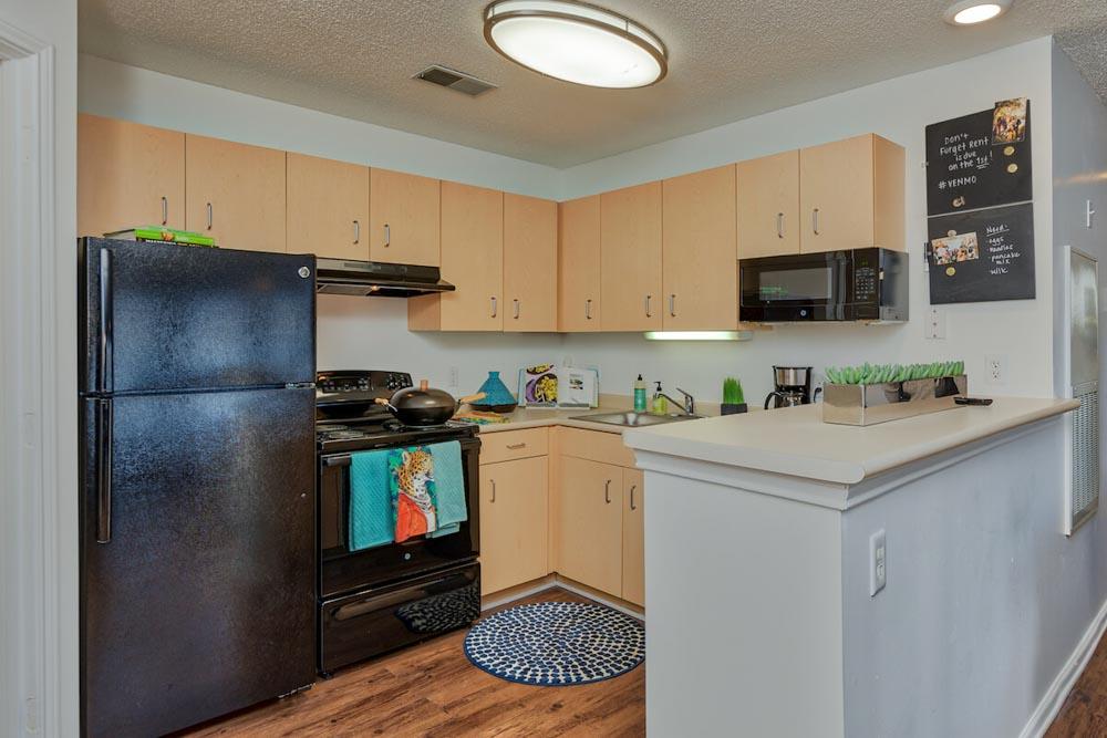 25-East-Lansing-MI-Kitchen-With-Fridge-Unilodgers