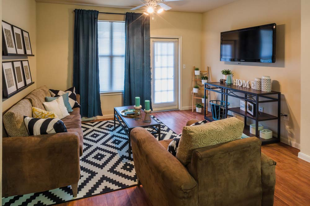 2818-Place-College-Station-TX-Living-Area-Unilodgers