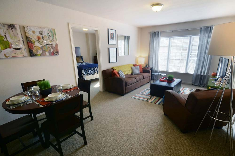 2909-Oliver-Wichita-KS-Living-Area-Unilodgers