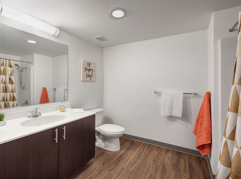 30-East-Apartments-Chicago-Bathroom-Unilodgers