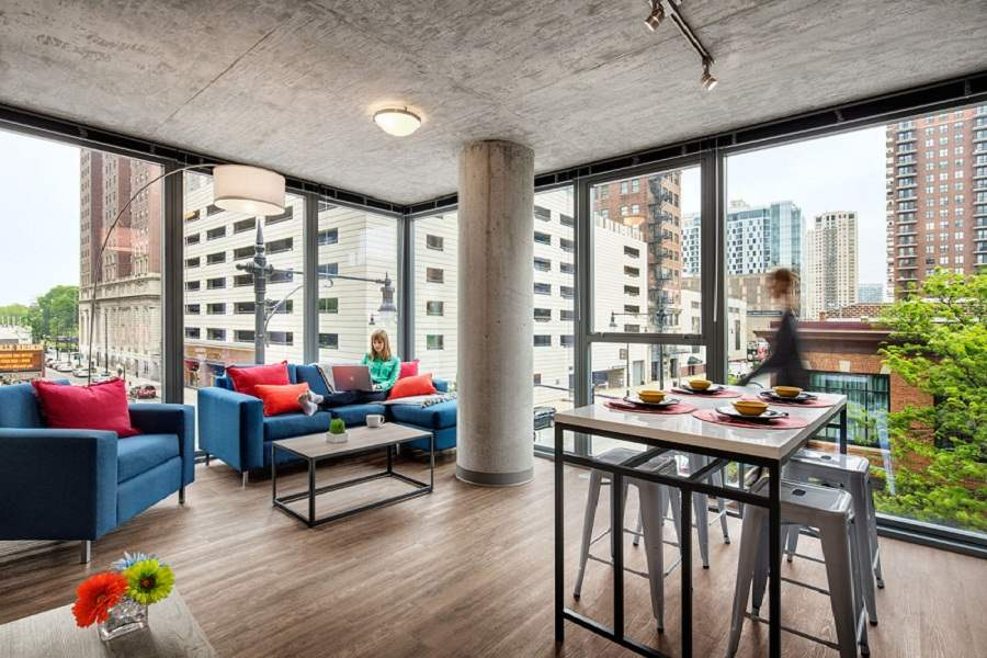 30-East-Apartments-Chicago-Living-Room-Unilodgers