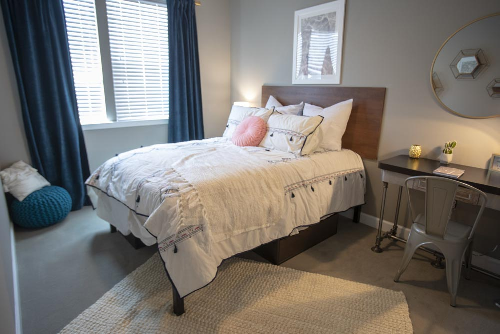 303-Flats-Knoxville-TN-Bedroom-Unilodgers