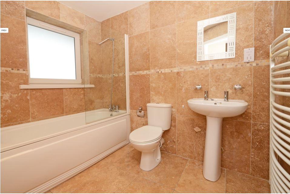 Hassells-Bridge-Apartments-New-castle-under-Lyme-UK-Bathroom-Unilodgers