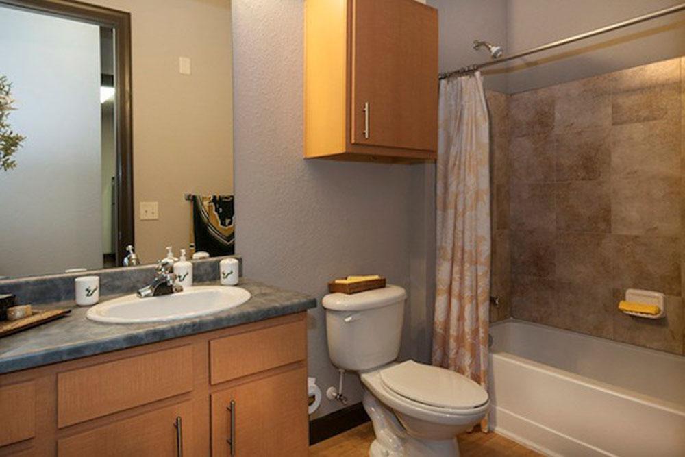 4050-Lofts-Tampa-FL-Bathroom-Unilodgers
