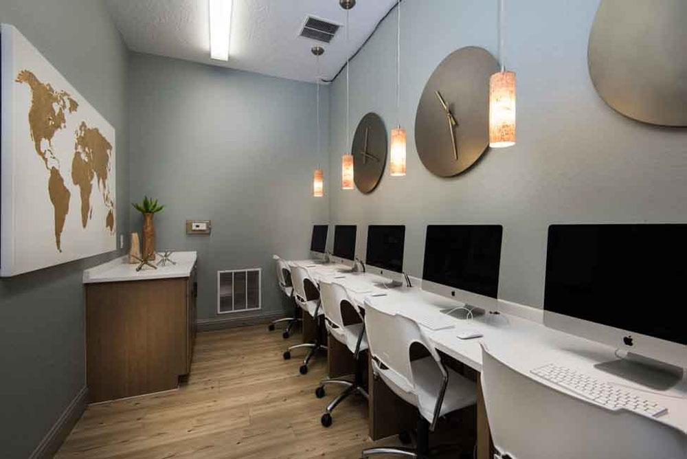 4050-Lofts-Tampa-FL-Computer-Lounge-Unilodgers