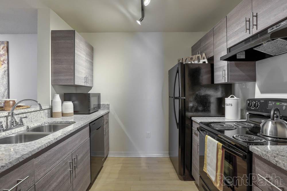 42-North-Tampa-FL-Kitchen-Unilodgers