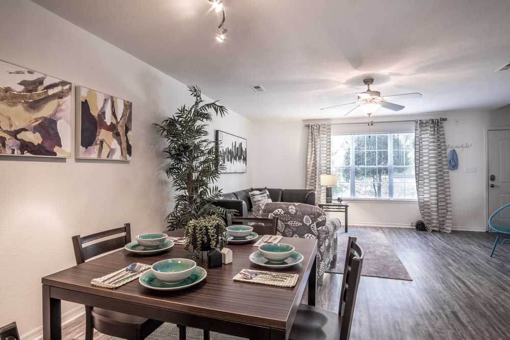 49-North-Charlotte-NC-Dining-Table-Unilodgers