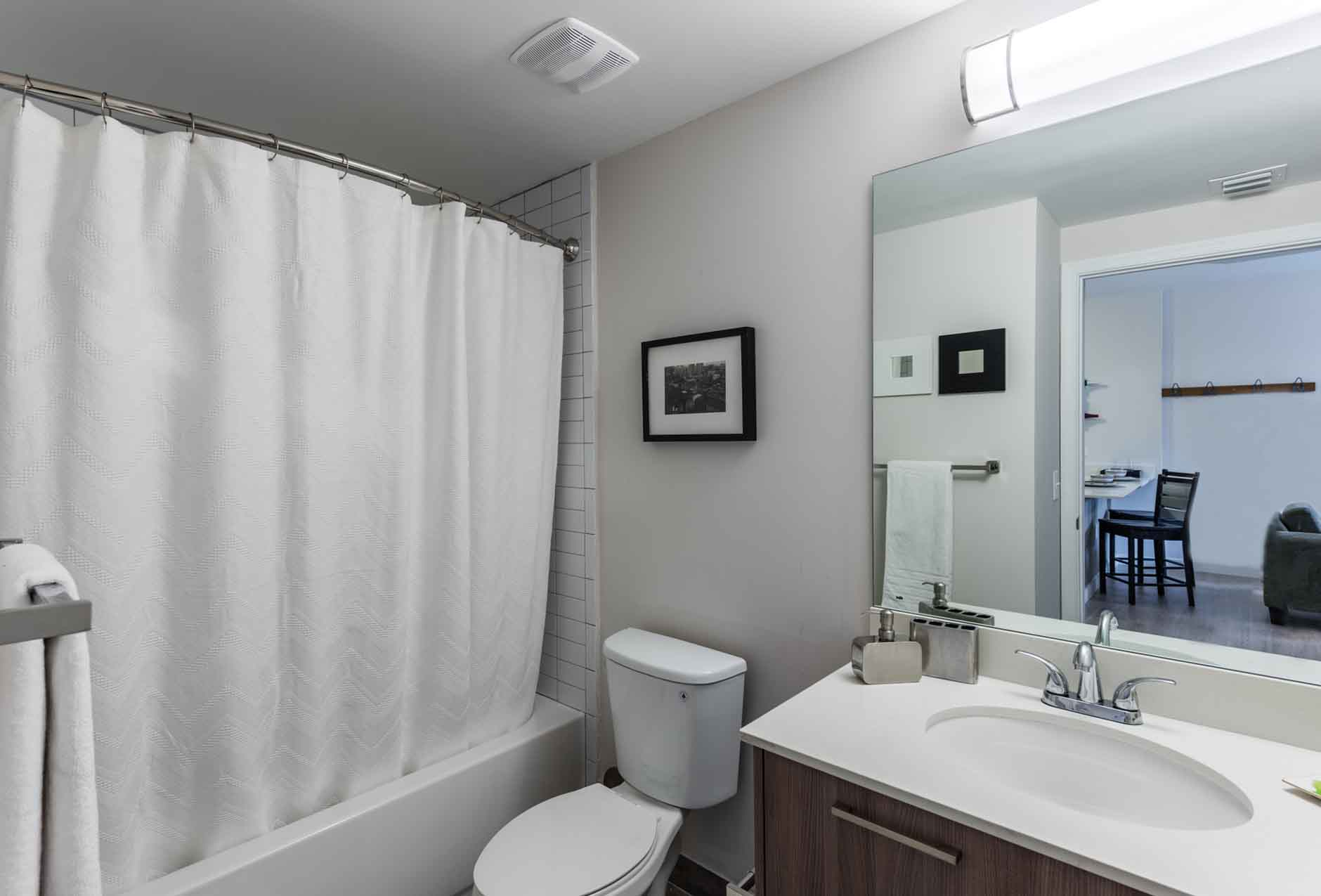 4th-Street-Commons-Miami-Bathroom-Unilodgers