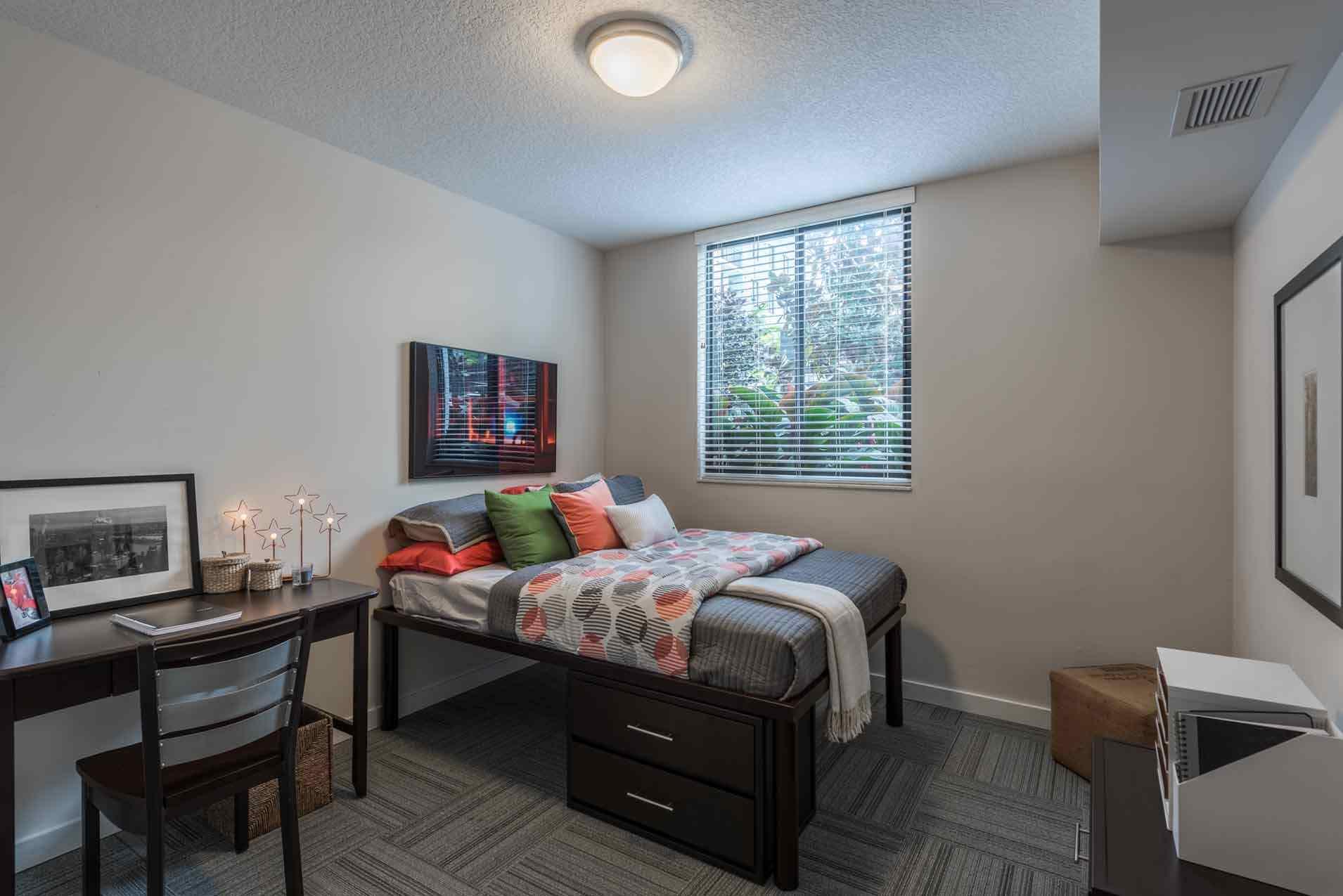4th-Street-Commons-Miami-Bedroom-Unilodgers