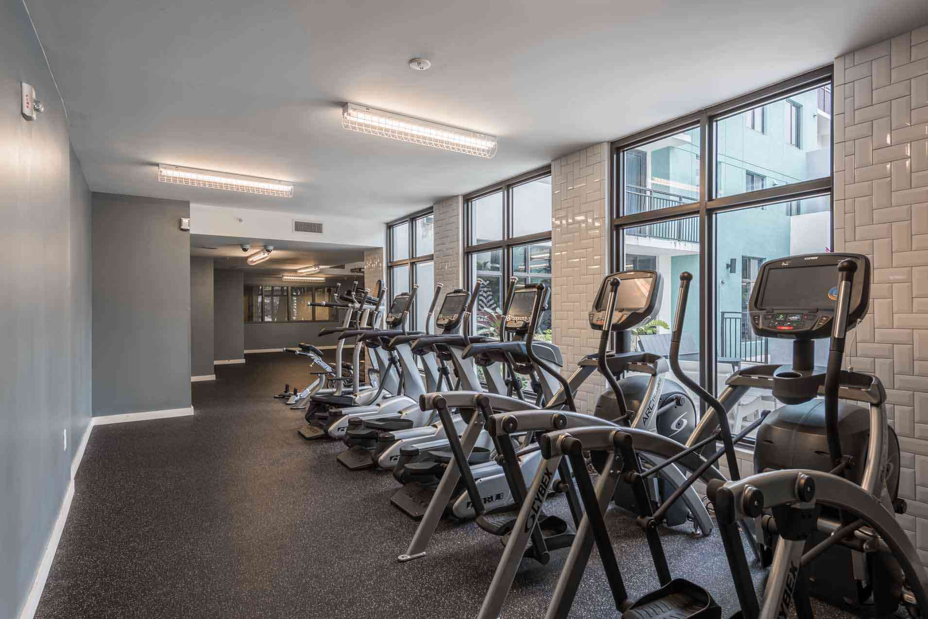 4th-Street-Commons-Miami-Fitness-Center2-Unilodgers