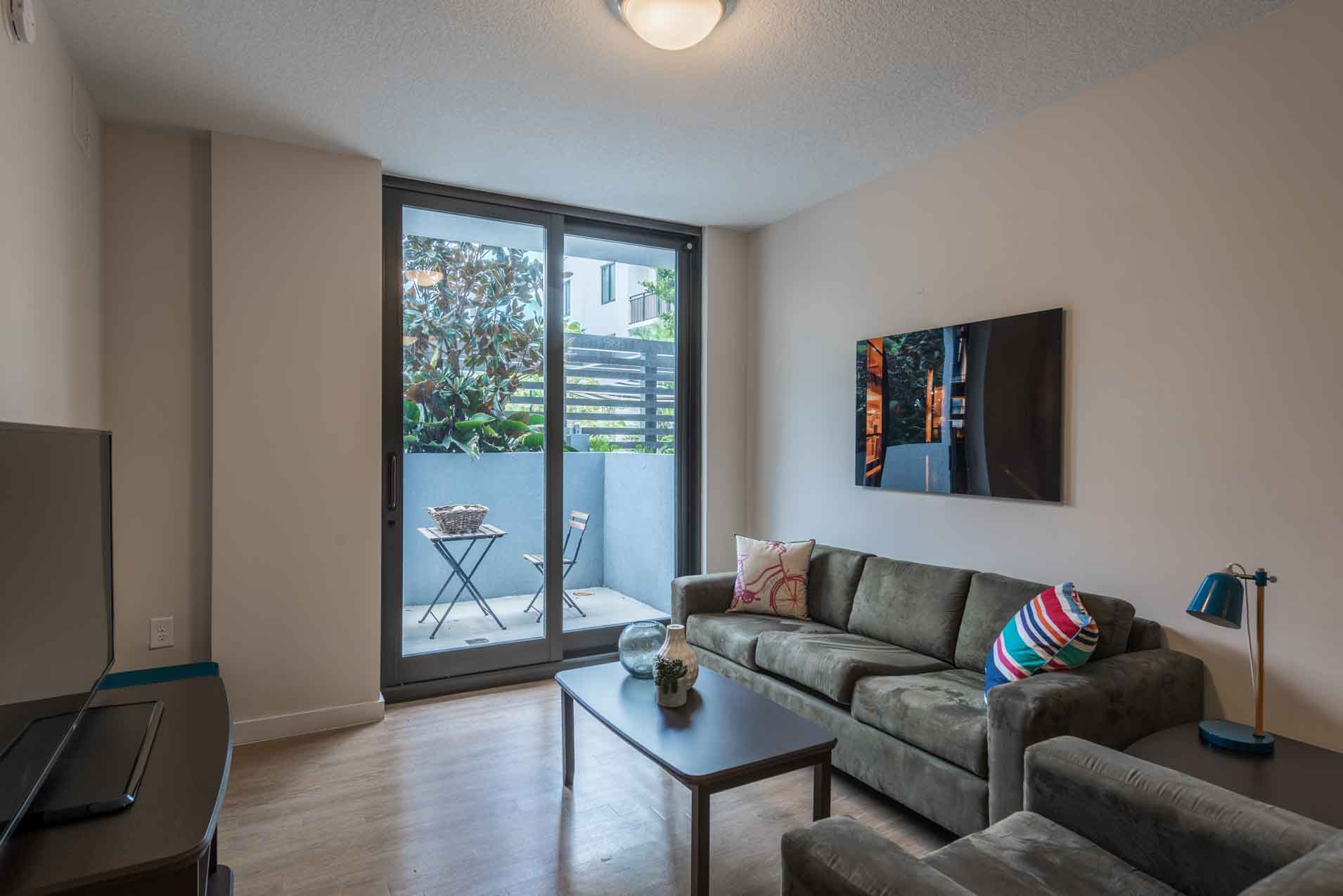 4th-Street-Commons-Miami-Living-Room-Unilodgers