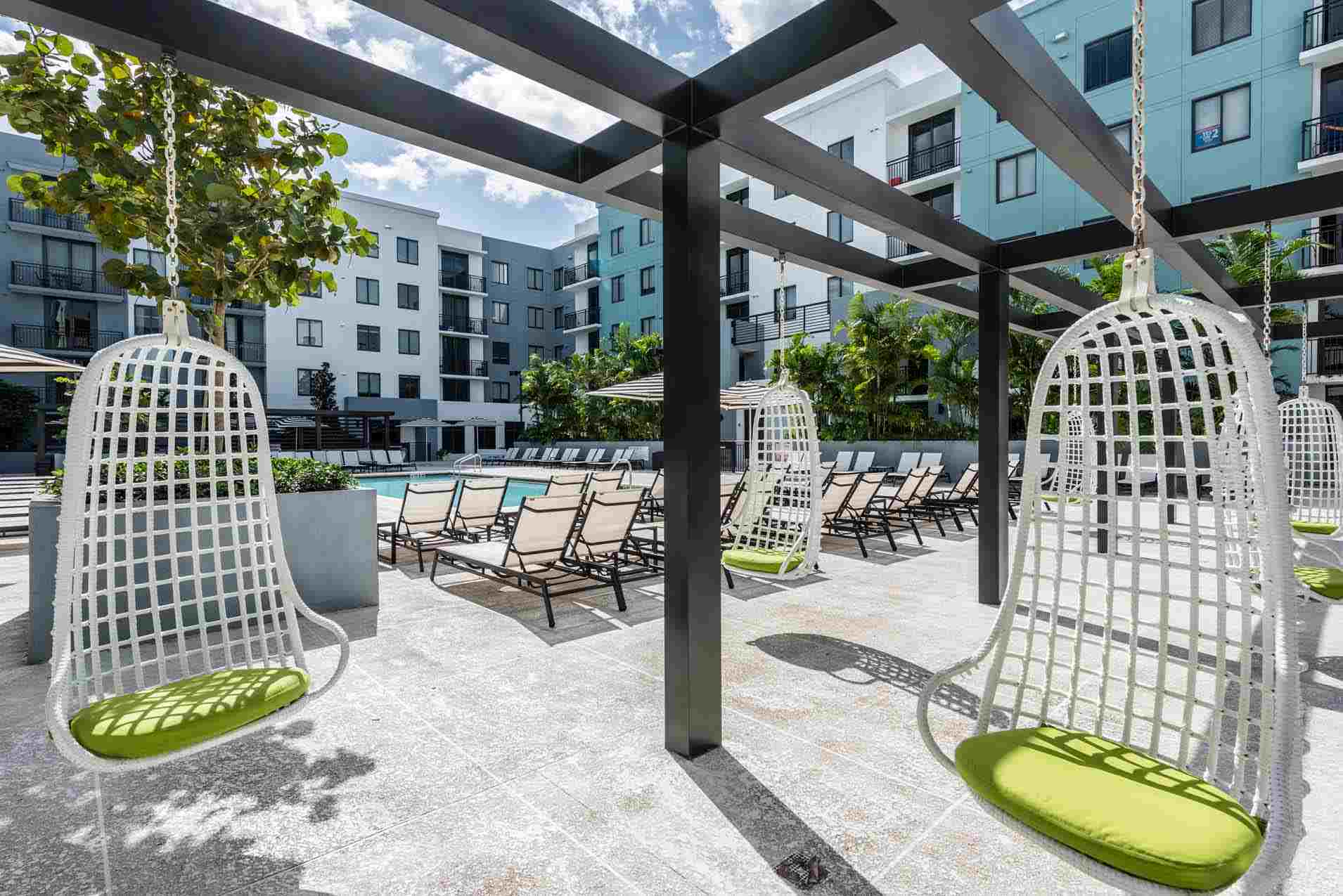 4th-Street-Commons-Miami-Poolside-Unilodgers