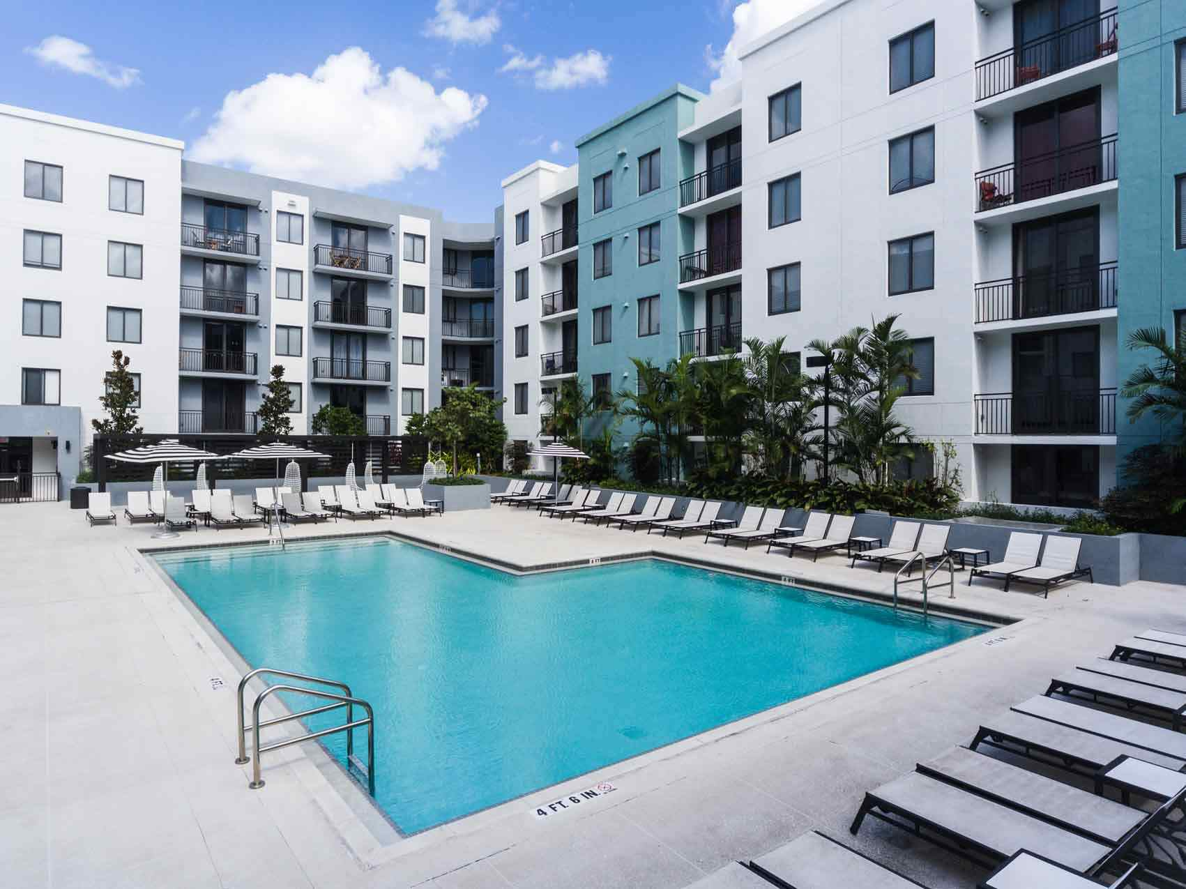 4th-Street-Commons-Miami-Poolside2-Unilodgers