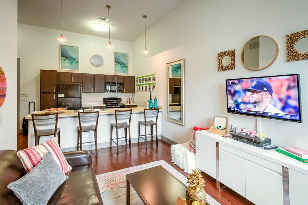 Frisco-Fayetteville-AR-Kitchen-with-TV-and-Living-Area-Unilodgers