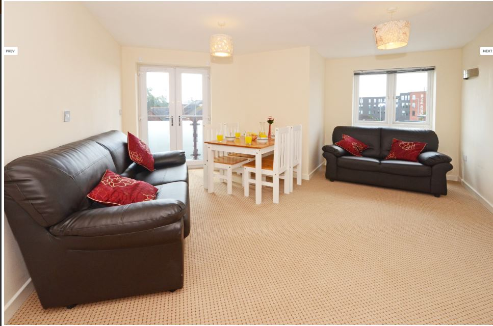 Hassells-Bridge-Apartments-New-castle-under-Lyme-UK-Living-Area-With-Dining-Area-Unilodgers