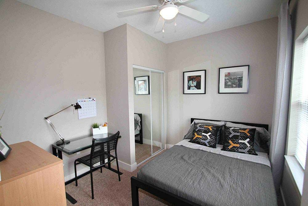 75 Armory-Champaign-IL-Bedroom-Unilodgers