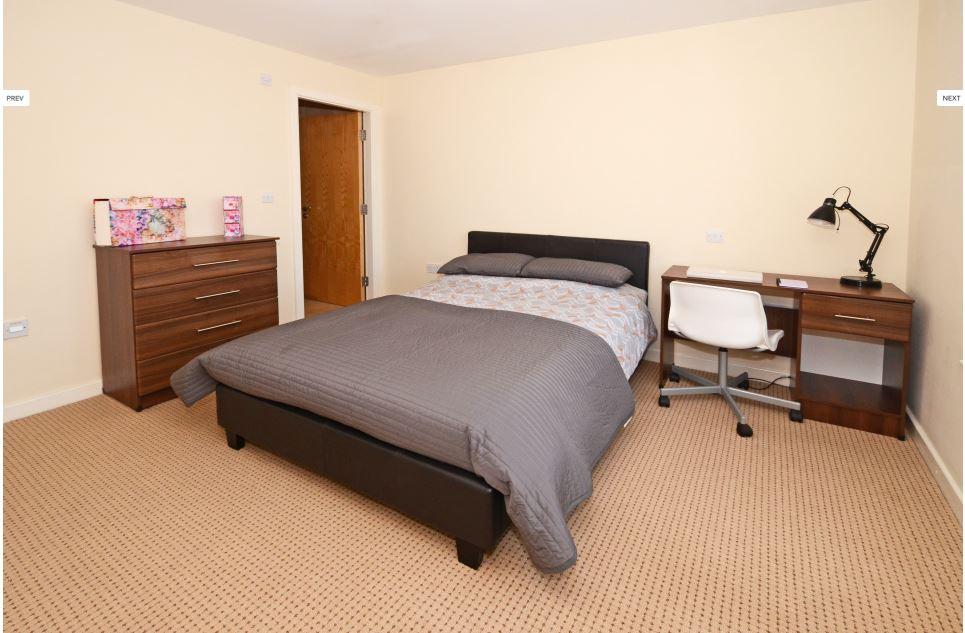 Hassells-Bridge-Apartments-New-castle-under-Lyme-UK-Bedroom-Unilodgers