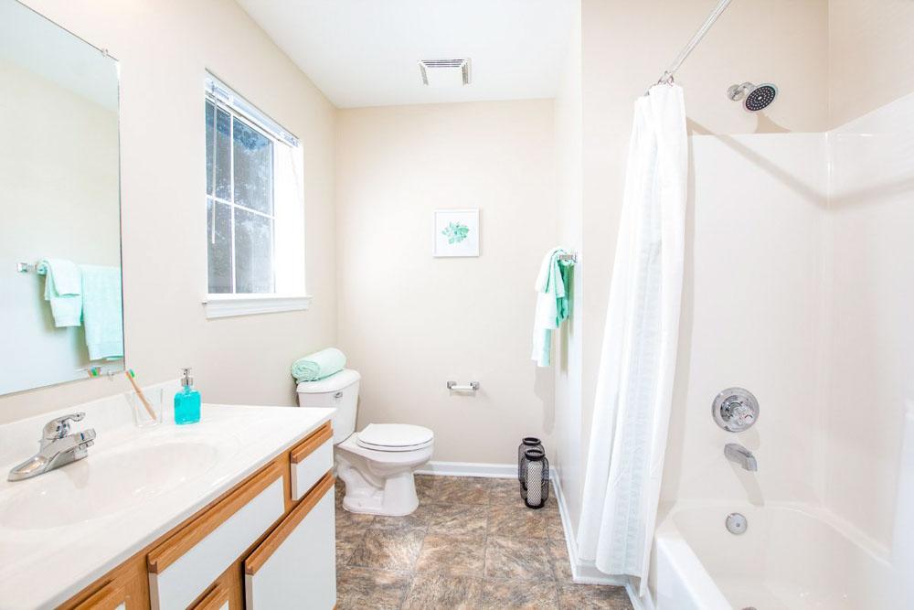 901-Place-Charlotte-NC-Bathroom-Unilodgers