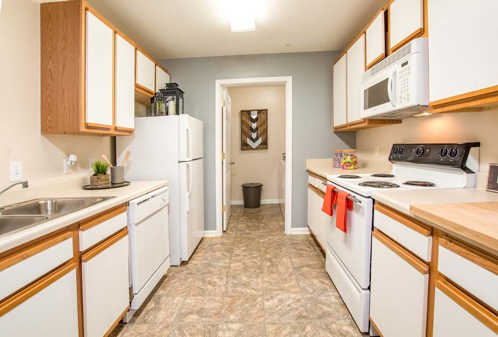 901-Place-Charlotte-NC-Kitchen-With-Fridge-Unilodgers