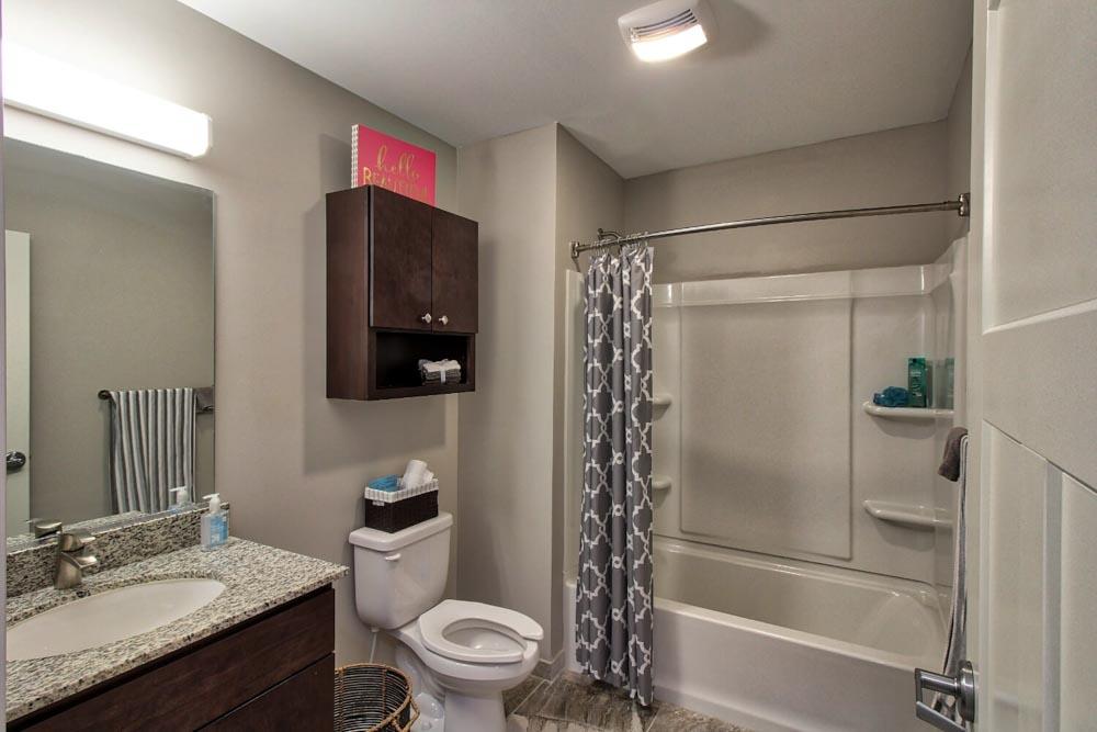 AXIS-360-Buffalo-NY-Bathroom-Unilodgers