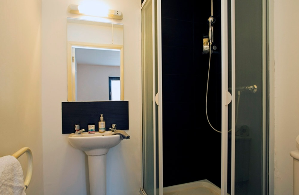 Albion-Court-Leicester-Bathroom2-Unilodgers