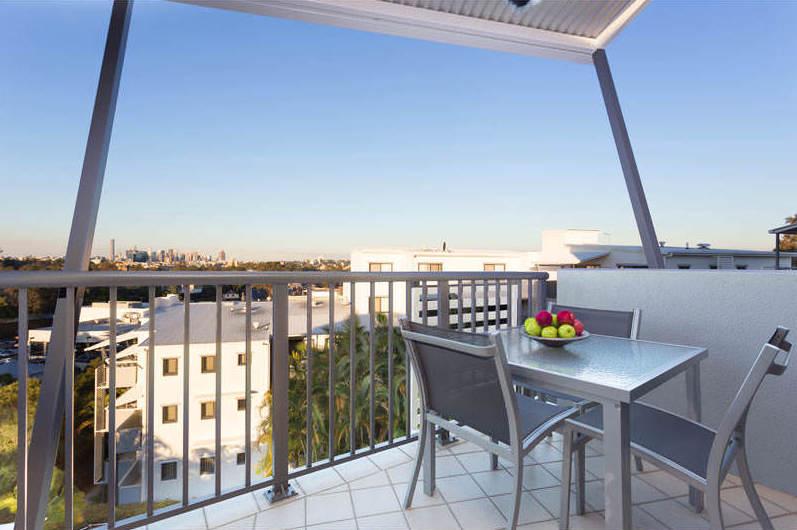 Altitude-Taringa-Brisbane-3-Bedroom-Apartment-Balcony-Unilodgers