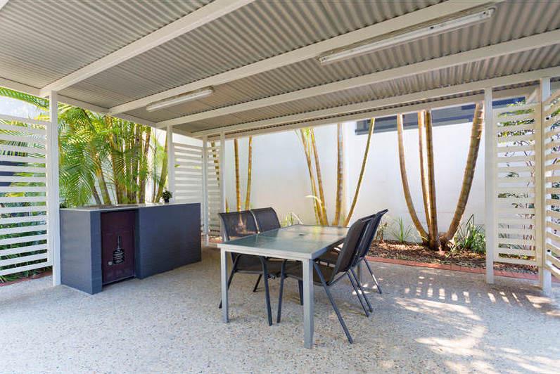Altitude-Taringa-Brisbane-Outdoor-Area-Unilodgers