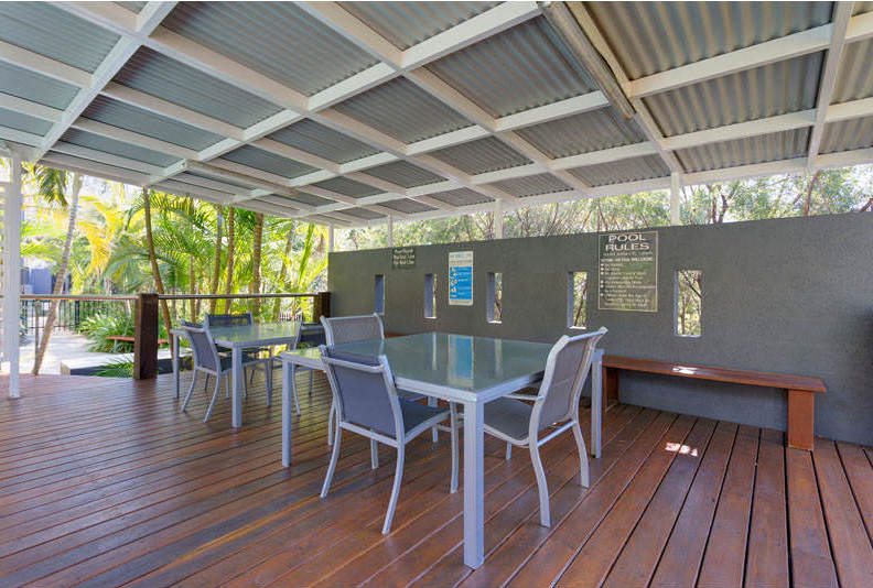Altitude-Taringa-Brisbane-Outdoor-Lounge-Unilodgers