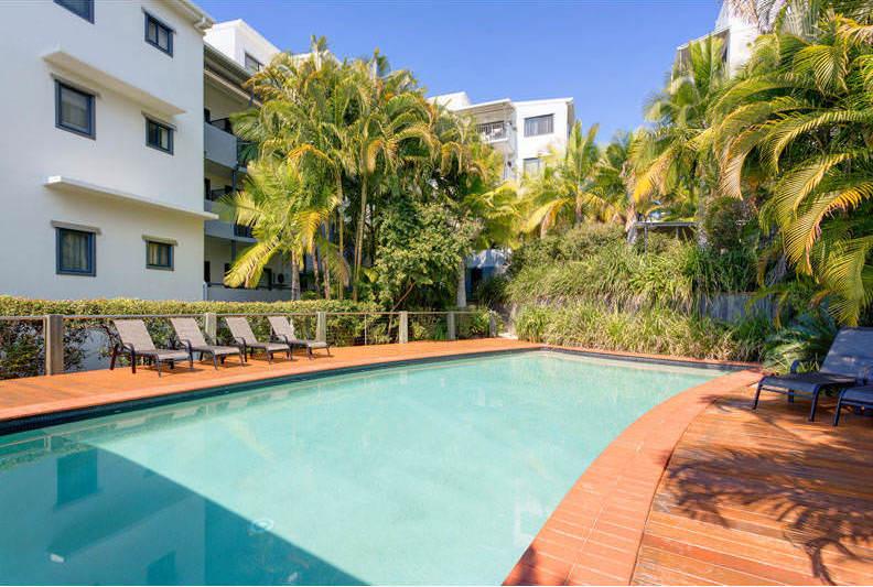 Altitude-Taringa-Brisbane-Swimming-Pool-Unilodgers
