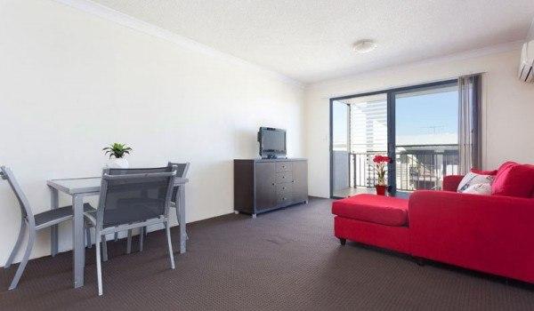 AltitudeTaringa-Brisbane-LivingRoom-2-Unilodgers