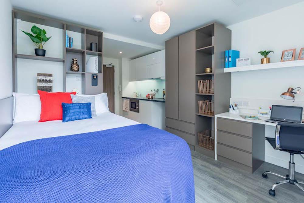 Aparto-Arbury-Court-Kingston-upon-Thames-Bedroom-Unilodgers