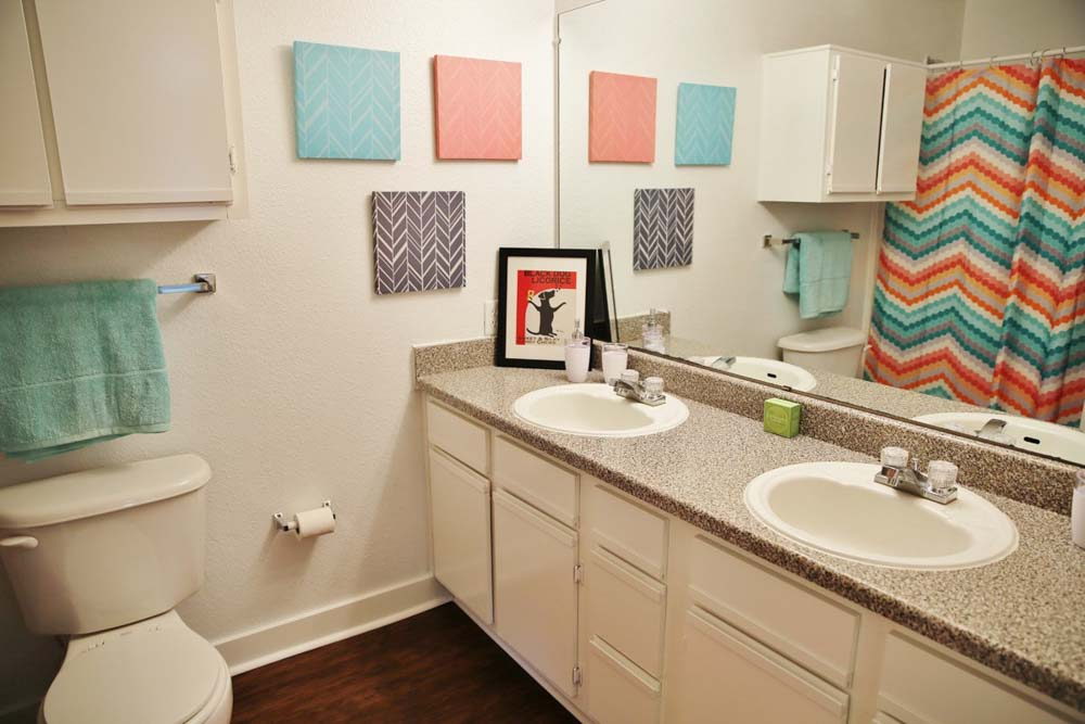 Aqua-Palms-Tallahassee-FL-Bathroom-With-Basin-Unilodgers