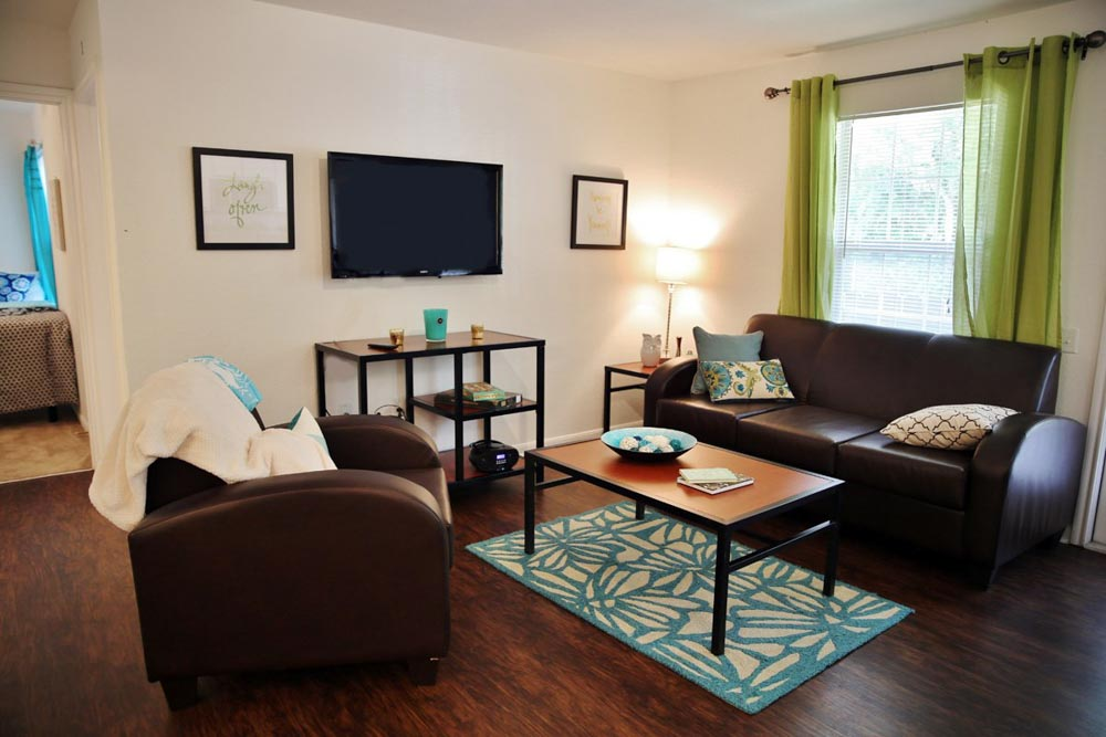 Aqua-Palms-Tallahassee-FL-Living-Area-With-TV-Unilodgers