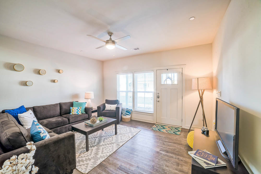 Arlington-Cottages-And-Townhomes-Baton-Rouge-LA-Bed Room-Unilodgers