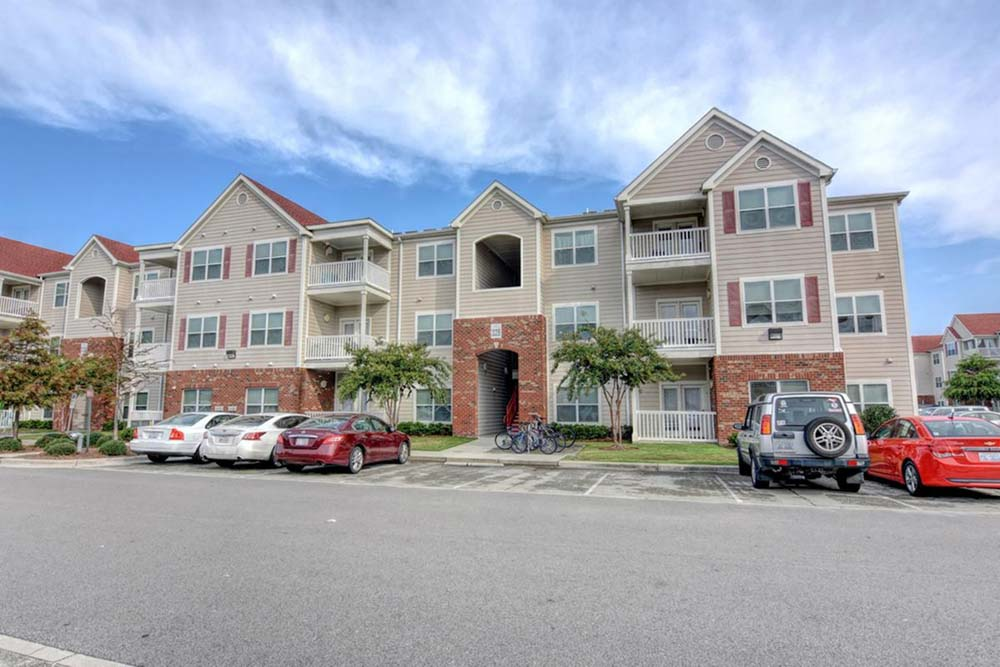 Aspire-349-Wilmington-NC-Exterior-Unilodgers