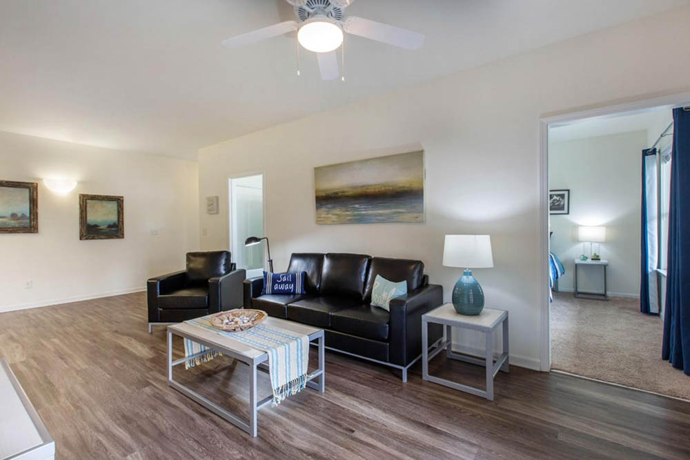 Aspire-349-Wilmington-NC-Living-Room-2-Unilodgers